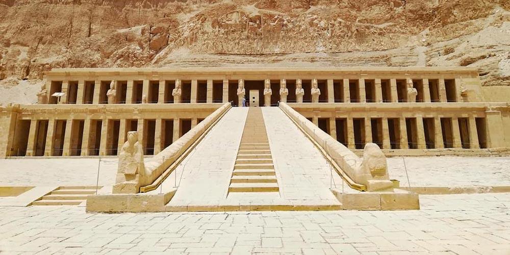 Den Hatschepsut Tempel - 2 Tägiger Ausflug Luxor und Abu Simbel von Marsal Alam - Tours from Hurghada